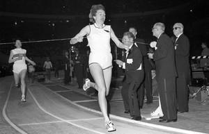 Jutta Heine siegt 1963 bei einem Lauf in den USA Foto: picture-alliance.