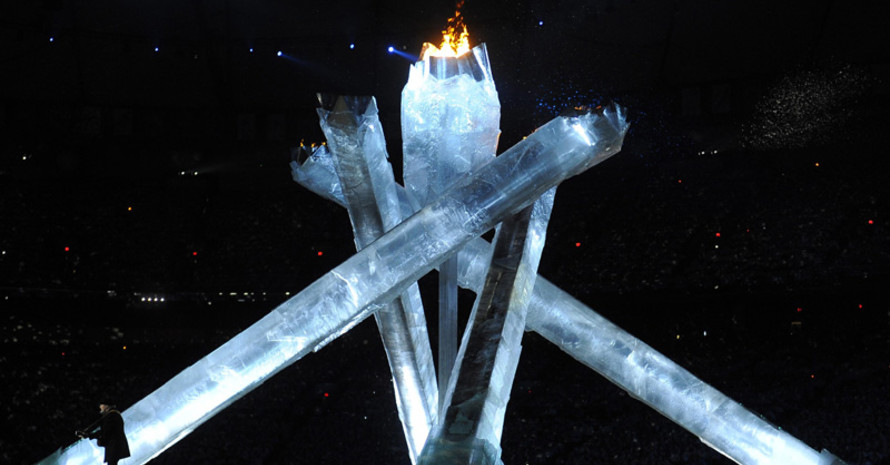 "Das Olympische Feuer erlöscht zu Neil Youngs ""Long may you run"". Copyright: picture-alliance"