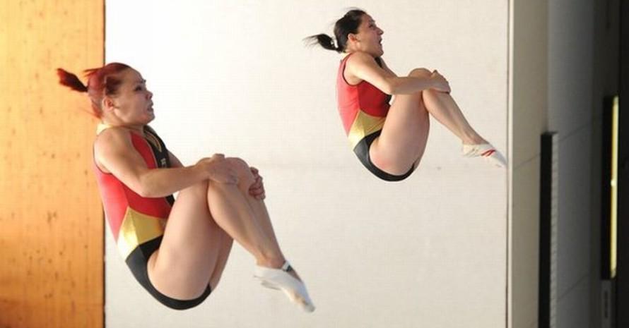 Jessica Simon (l) und Anna Dogonadze sind zurzeit die weltbesten Trampolinspringerinnen im Synchronspringen. Foto: picture-alliance