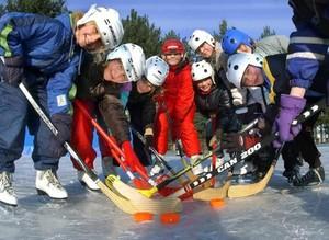 Kinder üben im Sport unter anderem Teamgeist und stärken spielerisch ihre kognitiven Fähigkeiten. Foto: picture-alliance
