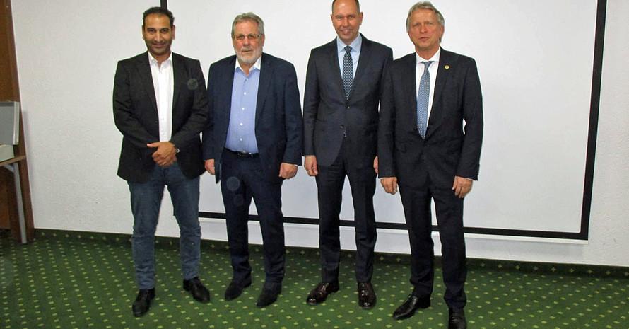 Dr. Ramie Al-Masri, Jürgen Kyas, Gerd Oimann, und Erich Dreke (v.l.) beim Verbandstag. Foto: DBV/Manfred Dörrbecker