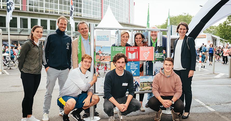 EG und DOSB an ihrem gemeinsamen Stand © Engagement Global / Martin Scherag