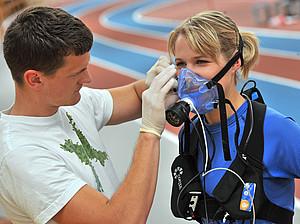 Beispielhafte sportmedizinische Untersuchung. Foto: picture-alliance