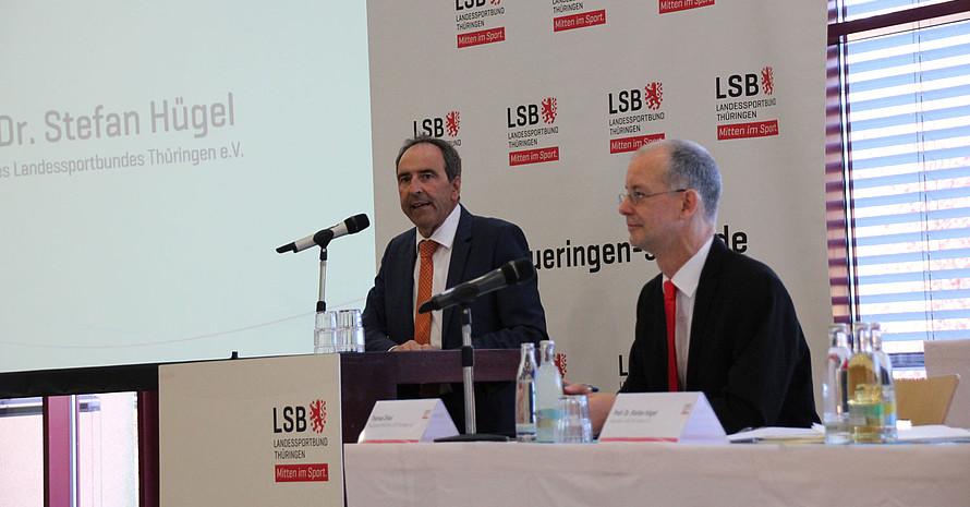 Erstmals gemeinsam an der Spitze der Versammlung: Präsident Prof. Dr. Stefan Hügel (l.) und Hauptgeschäftsführer Thomas Zirkel. Foto: LSB Thüringen