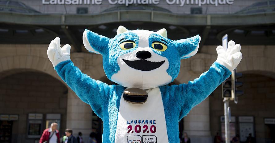 Das Maskottchen der Jugendspiele Yodli vor dem Bahnhof in Lausanne. Foto: picture-alliance