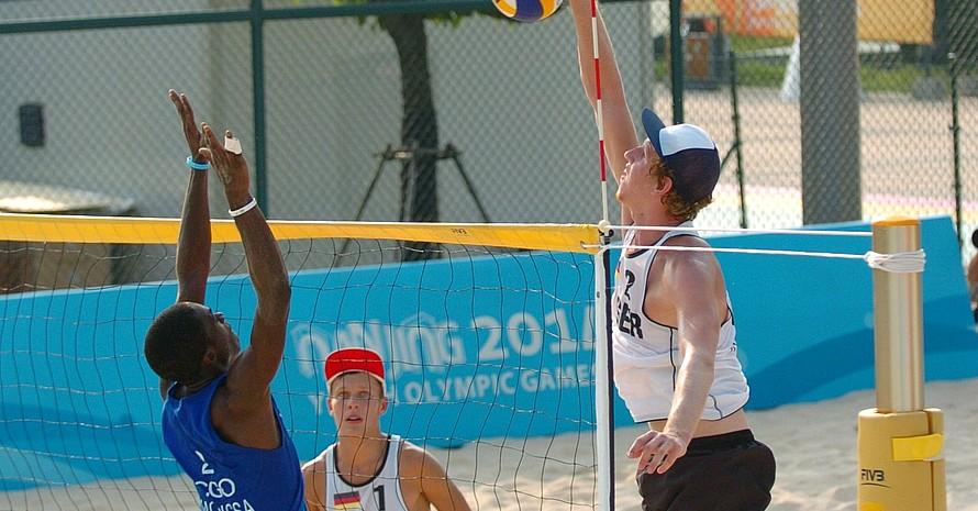 Keine Probleme hatten im vorletzten Vorrundenspiel die Beachvolleyballer Eric Stadie (li.) und Niklas Rudolf gegen die Mannschaft auf dem Kongo.