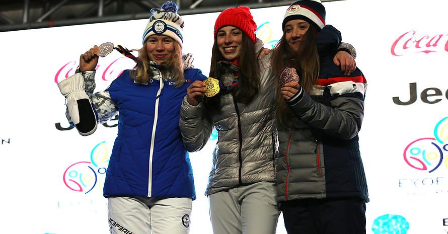 Annika Morgan (Mitte) bei der Medaillenzeremonie. Foto: DOSB