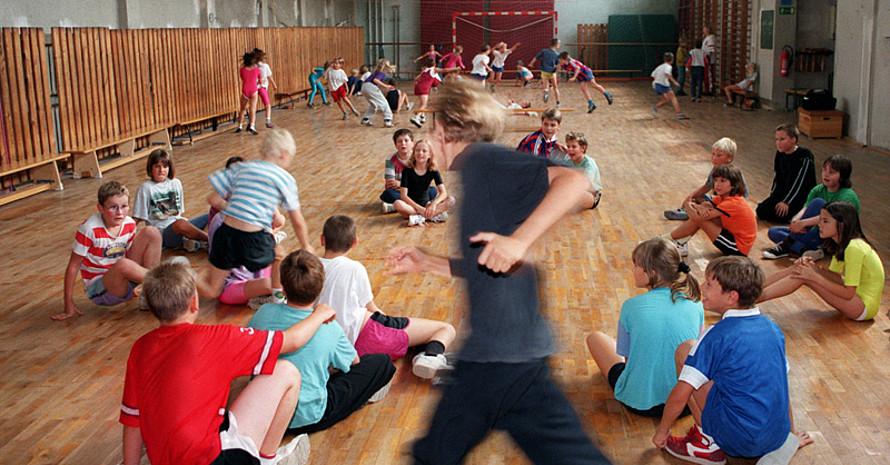 Der Schulsport soll erhalten bleiben, dafür setzen sich auch die Gesellschaft für Pädiatrische Sportmedizin und die Deutsche Gesellschaft für Sportmedizin und Prävention ein. Copyright: picture-alliance