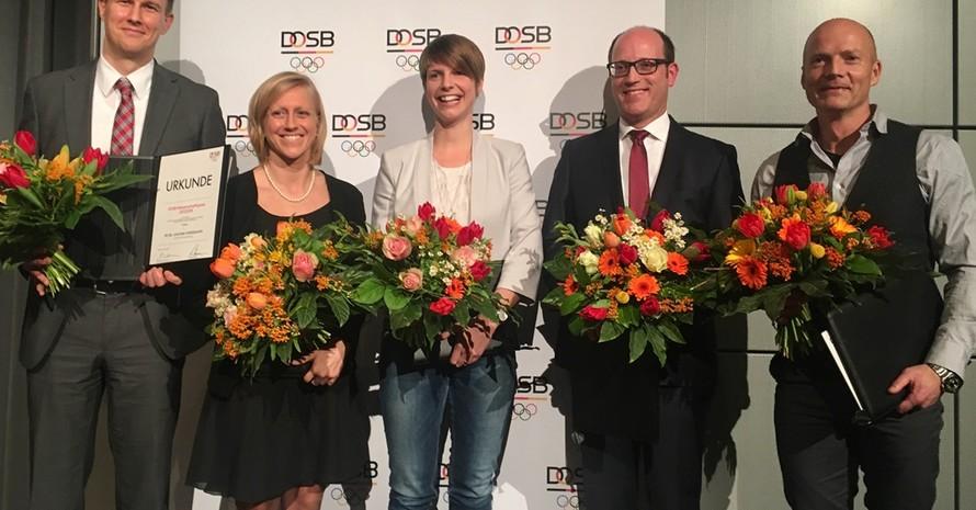 Ausgezeichnete Sportwissenschaftler: (von links) Joachim Wiskemann, Monika Frenger, Theresa Hoppe, Stefan Brost und Christian Puta (Fotos: DOSB)