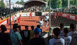 Ausgetragen wurden die Spiele in 10 x 15m großen Soccer Courts