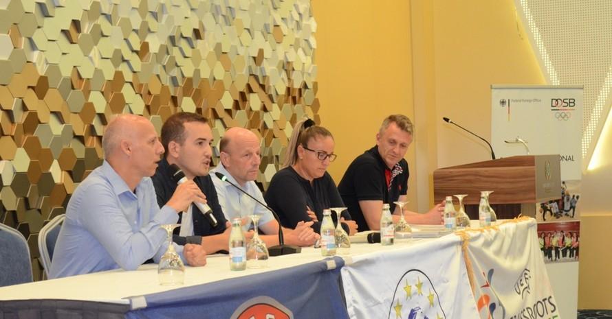 DOSB-Experte Michael Nees mit den Offiziellen Vertretern von FFK und UEFA. Foto: FFK / DOSB / Nees