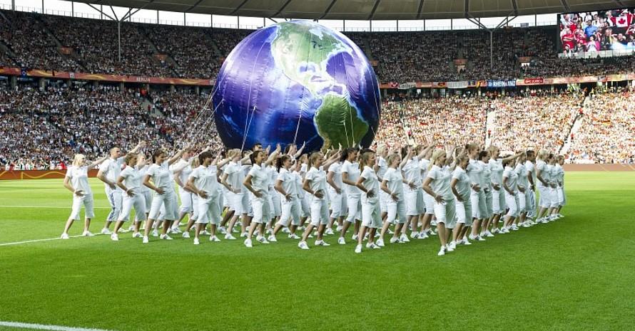 Globale Freundschaft, aber auch Verantwortung für unseren Planeten war schon bei der Eröffnungszeremonie der Frauenfußball-WM 2011 in Berlin ein Thema. Foto: LSB NRW