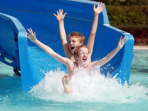 Schwimmbadbesuche sollen als Freizeitaktivität in den Mittelpunkt gerückt werden. Foto: picture-alliance