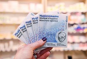 Hygienemasken zum Schutz vor dem Virus erleben zurzeit eine hohe Nachfrage. Foto: picture-alliance