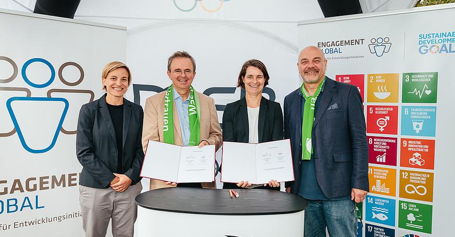 Unterzeichnung der Kooperationsvereinbarung zwischen EG und DOSB © Engagement Global / Martin Scherag