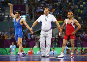 Sport bringt verfeindete Nationen zusammen: Elman Mukhtarov aus Aserbaidschan in blau gewinnt die Bronzemedaille gegen Roman Amoyan aus Armenien. Foto: Getty Images for BEGOC