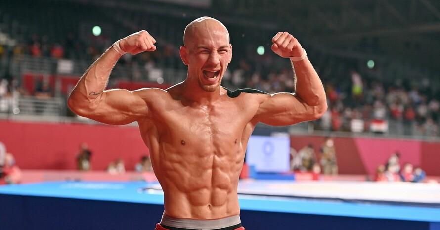 Lässt seine Muskeln spielen: Frank Stäbler in Sieger-Pose nach seinem Kampf zu Bronze; Foto:: picture-alliance