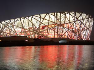 Das Nationalstadion in Peking bei Nacht. Copyright: picture-alliance