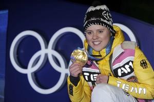 Vor zehn Jahren, bei den Olympischen Spielen in Vancouver, gewann Viktoria Rebensburg die Goldmedaille im Riesenslalom. Jetzt beendet die Olympiasiegerin ihre Sportkarriere. Foto: picture-alliance