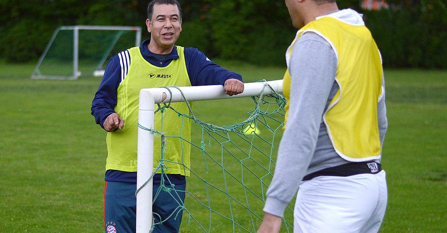 Die Sprache auf und neben dem Platz ist beim FC Maroc nach wie vor Arabisch. Wenn jemand zum Training komme, der kein Arabisch spricht, würden sie natürlich ins Deutsche wechseln, sagen die Spieler. Foto: DJS/Länge