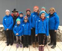 Die Bayrischen Meisterschaften gehören für den Nachwuchs des SV Bad Feilnbach e.V. zum festen Terminkalender. Die Trainerinnen Katarina und Katrin betreuten gemeinsam mit Spartenleiter Jogi in diesem Jahr Marie (9), Phillip (9), Lisa (12), Magdalena (14) sowie Lea (6), Valentin (7) und Ida (9). Den größten Erfolg holte die 14-jährige Magdalena, die in der A-Jugend Gold im Doppel und Silber im Einzel holte.    Foto: SV Bad Feilnbach e.V.