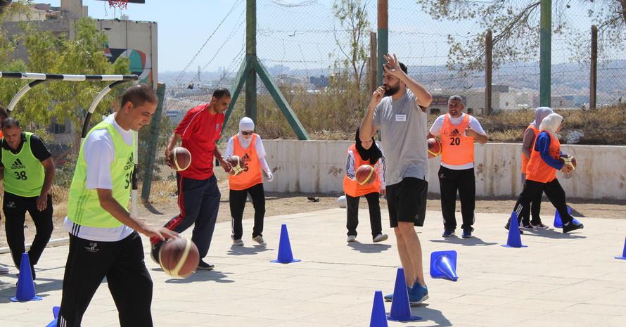 Trainer in Aktion. Bild: GIZ Sport für Entwicklung Jordanien