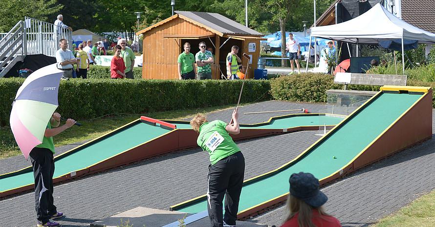 Sportstätten, wie diese Minigolfanlage, lassen sich auch für literarische Vorträge nutzen. Foto: picture-alliance