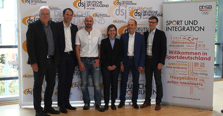 Martin Schönwandt, Marius Dietrich, Iyas Ahmad, Heike Kübler, Peter Lautenbach, Jan Gerspach beim Vernetzungstreffen von OdS und WiS (Foto: dsj)