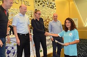 Grassroots-Managerin Sanije Krasniqi bei der Zertifikatsverleihung. Foto: FFK / DOSB / Nees