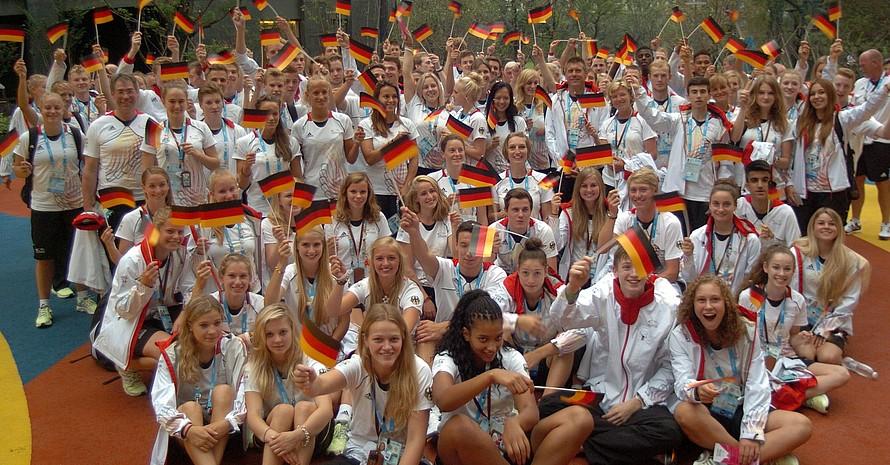 Die Deutsche Jugendolympiamannschaft vor der Eröffnungsfeier. Foto: DOSB