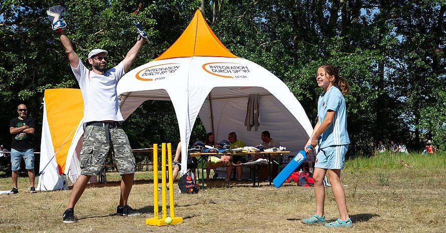 """Das Kennenlernen der Sportart Cricket gehörte zu den Workshop Angeboten von """"Integration durch Sport"""""""