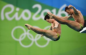 Die deutschen Wasserspringer Patrick Hausding und Sascha Klein bei den Spielen in Rio 2016. Foto: picture-alliance