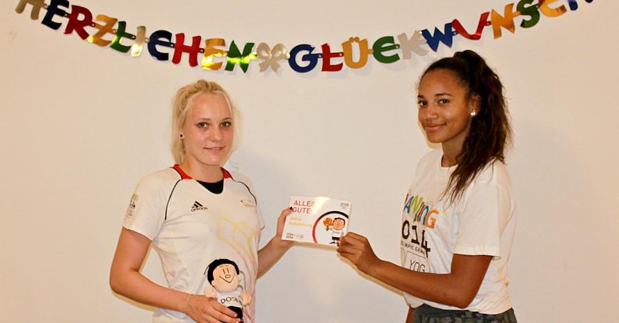 Glückwünsche vom DOSB und von Teamkollegin Sharin Oziegbe gab es für Hochspringerin Selina Schulenburg zum 16. Geburtstag. Alle Fotos: DOSB