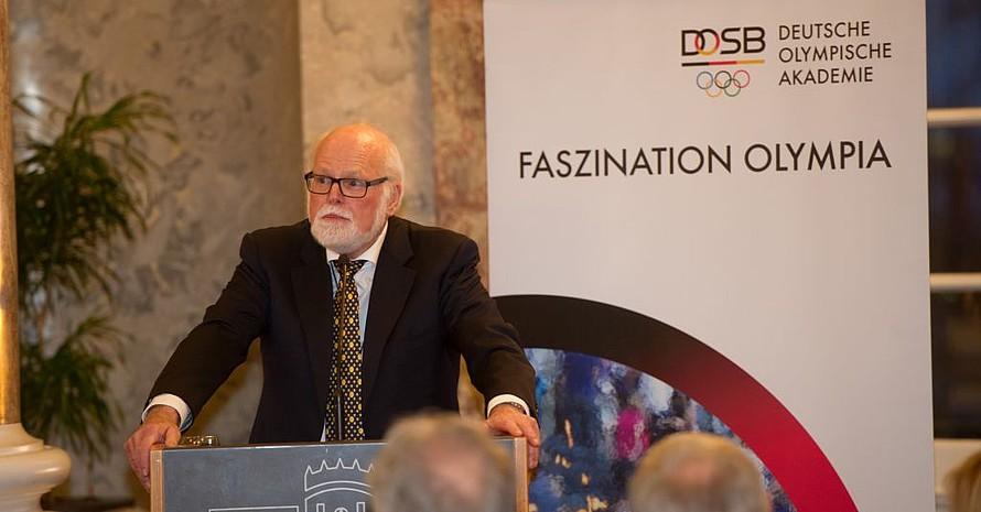 Gunter A. Pilz hielt den Impulsvortrag im Biebricher Schloss.