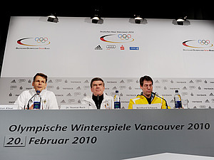 DOSB-Pressesprecher Christian Klaue, DOSB-Präsident Thomas Bach und Chef de Mission Bernhard Schwank während der Pressekonferenz am 20. Februar. Copyright: picture-alliance