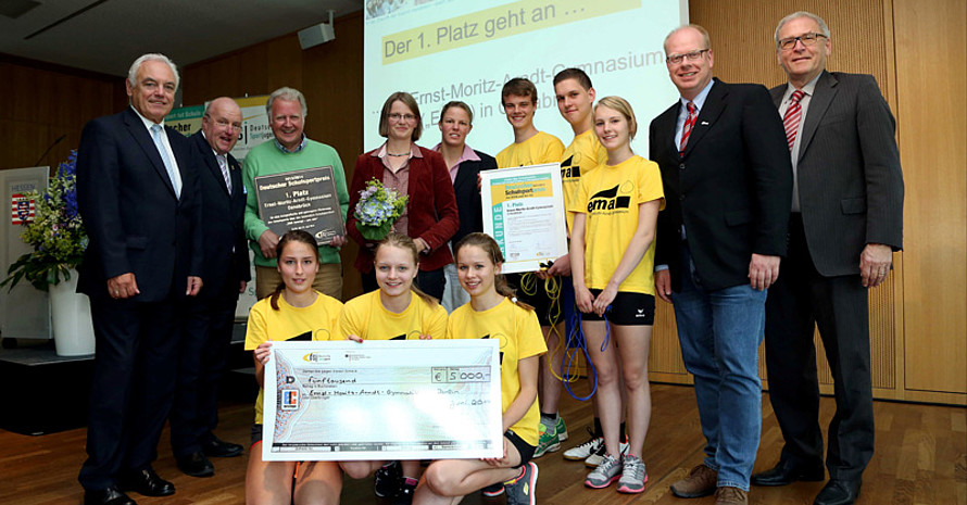 Die Preisträger des Deutschen Schulsportpreises von 2014/2015 des Ernst-Moritz-Arndt Gymnasiums Osnabrück .