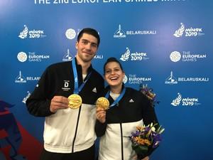 Patrick Franziska und Petrissa Solja freuen sich üb er ihre Goldmedaille. Foto: DOSB