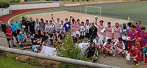 Die Mannschaften des Turniers nach der Siegerehrung.