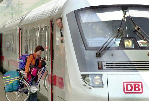 Klimaschutz Sportstaetten Mobilitaet Bahn pc4326153