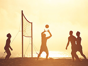 Sportvereine sind kreativ bei der Nutzung brach liegender Räume, so werden beispielsweise Wiesen in Beachanlagen verwandelt. Copyright: picture-alliance/dpa