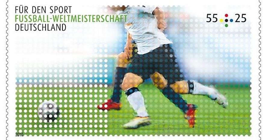 Eine Briefmarke für das WM-Turnier der Fußballer im Juni in Südafrika, Foto: Stiftung Deutsche Sporthilfe