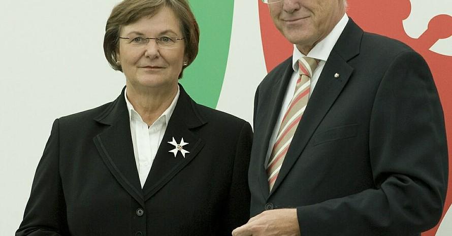 Ilse Ridder-Melchers, DOSB-Vizepräsidentin für Frauen und Gleichstellung, und Jürgen Rüttgers, Ministerpräsident des Landes Nordrhein-Wesfalen