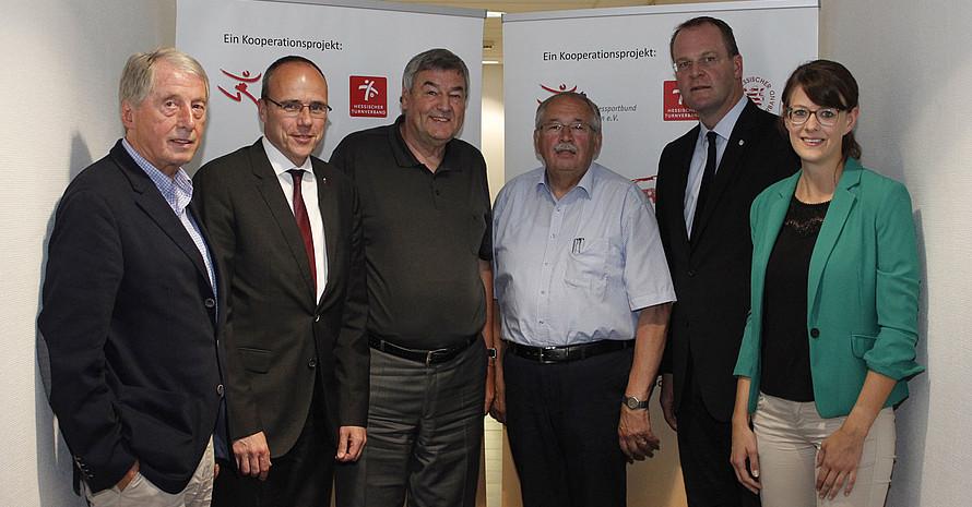 """Startschuss für das Projekt """"Starker Sport. Starker Verein."""": Rolf Hocke, Peter Beuth, Dr. Rolf Müller, Norbert Kartmann, Stefan Reuß und Elena Möller (.v.l.). Foto: LSB Hessen"""