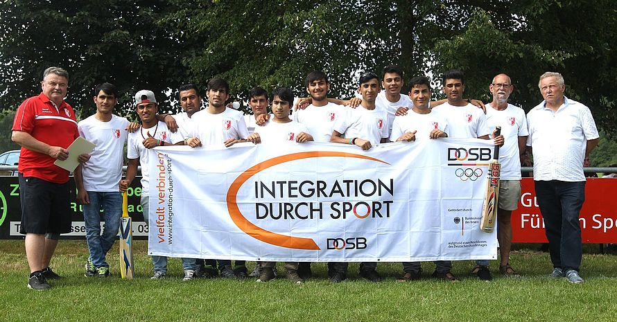 Die neu gegründete Sportgruppe Cricket im Stützpunktverein SV 90 Niederkrossen.
