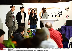 Talkrunde, v.l. Christoph Holstein (Staatsrat Sport), Kumar Tschana (Vizepraesident HSB und Leiter Amateursport Hamburger SV e.V.), Maria Ali (Integrationsbeauftragte TSV Wandsetal), Annika Waldeck (HSB) Hamburg, 08.11.2019, Sport Hamburg, Hamburger Sportbund und Hanseatic Help e.V., 30 Jahre Integration durch Sport