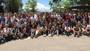 Olympiabegeisterte junge Erwachsene aus rund 100 Nationen tauschen sich in Olympia aus. Foto: DOA