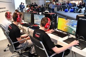 E-Sport-Wettkämpfer auf der ISPO 2019 in München; Foto: picture-alliance