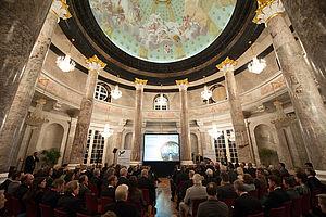 Schloss Biebrich in Wiesbaden bietet seit 2016 den feierlichen Rahmen zur Verleihung des Fair Play Preises. Foto: picture alliance