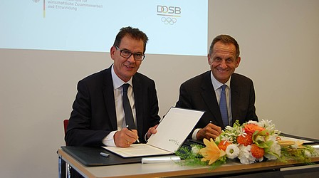 Federal Development Minister Gerd Müller with DOSB President Alfons Hörmann © DOSB