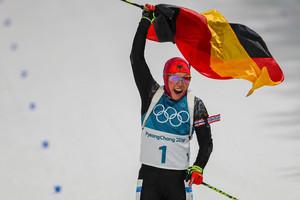 Das hat noch keine vor ihr geschafft: Laura Dahlmeier gewinnt als erste Biathletin nach Sprint auch das olympische Verfolgungsrennen (Foto: Picture Alliance)